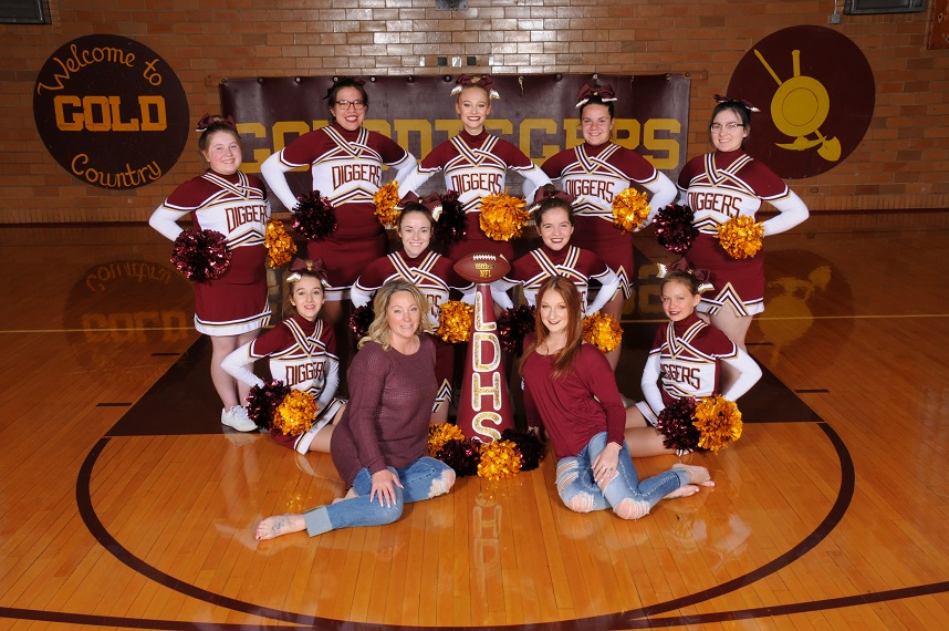 A photo of the Cheer team.