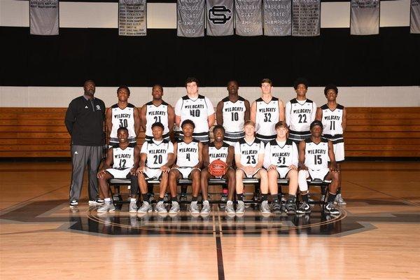 A photo of the VARSITY BOYS BASKETBALL team.