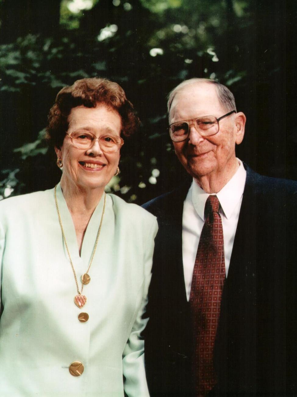 Photo of Pat and Willard Walker.