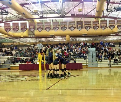 A photo of the volleyball team during a game