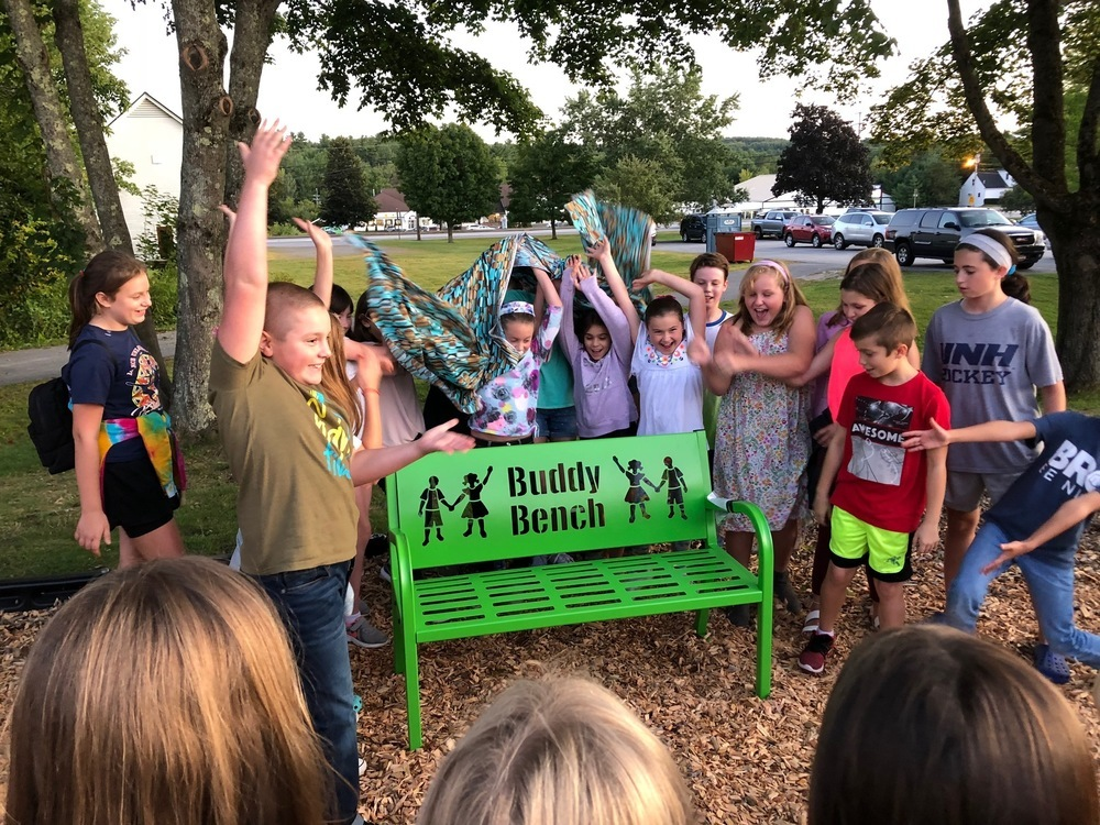 MES Students Reveal Buddy Bench!