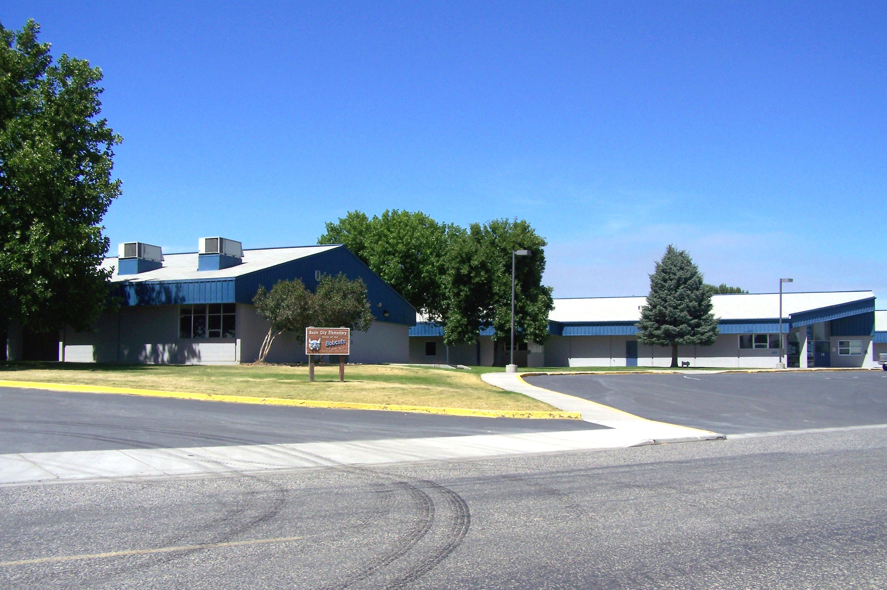 A Photo of the Basin City Elementary Building