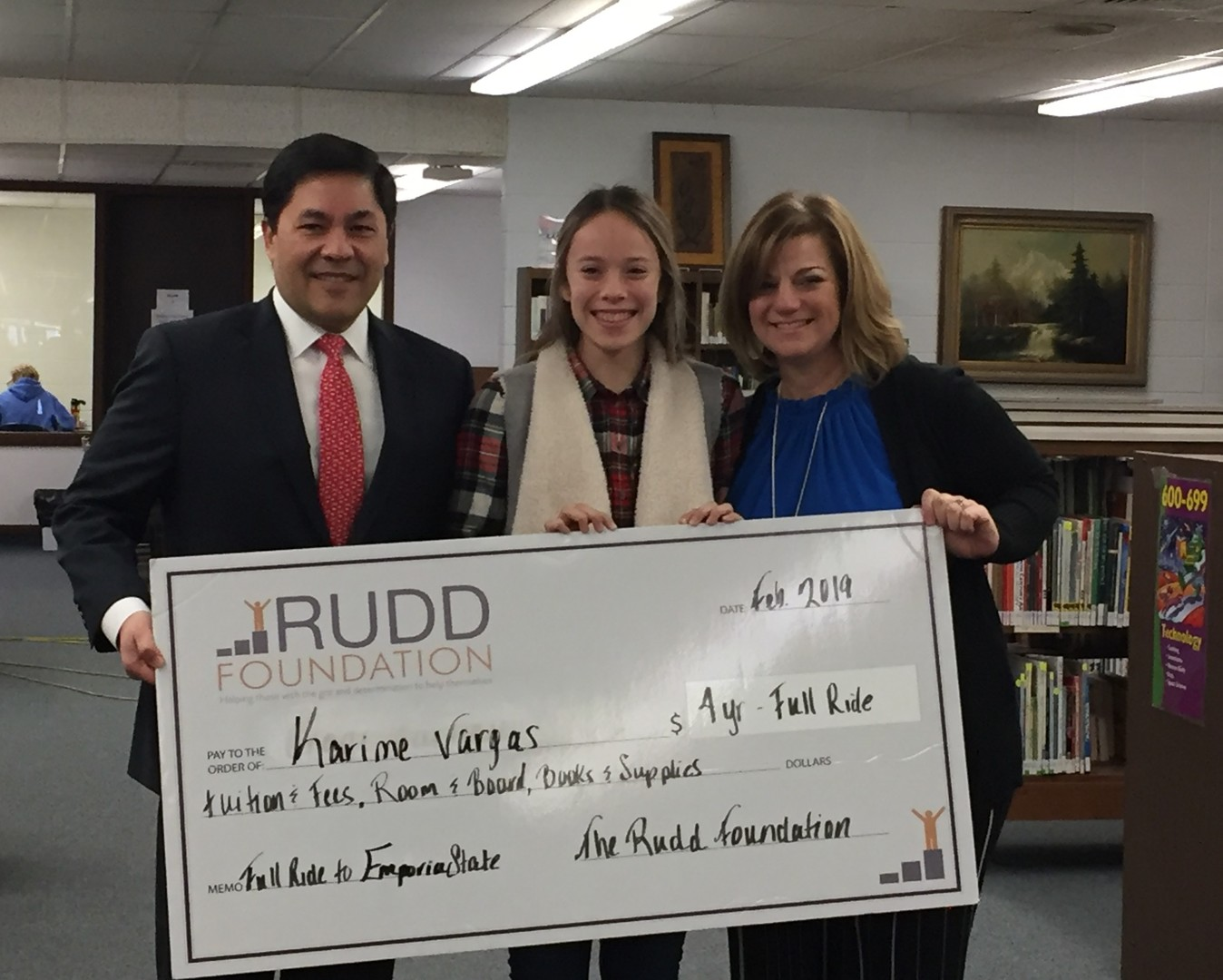 The foundation presenting a student their scholarship