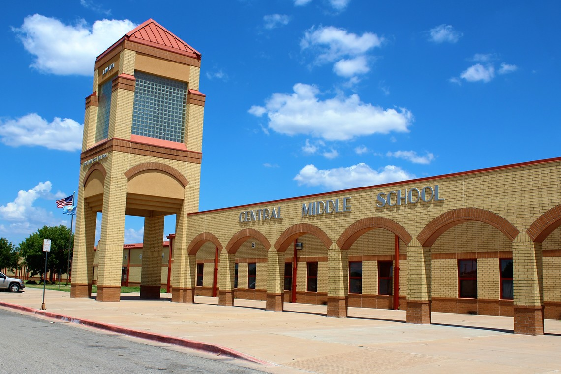 Photo of the Central Middle School.