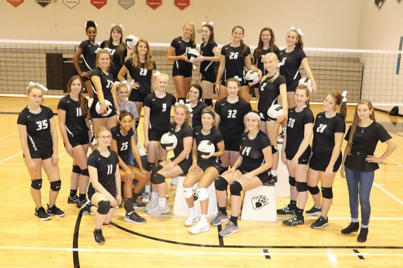 Lady Bear Volleyball 2019. Photo by Christy Riffel