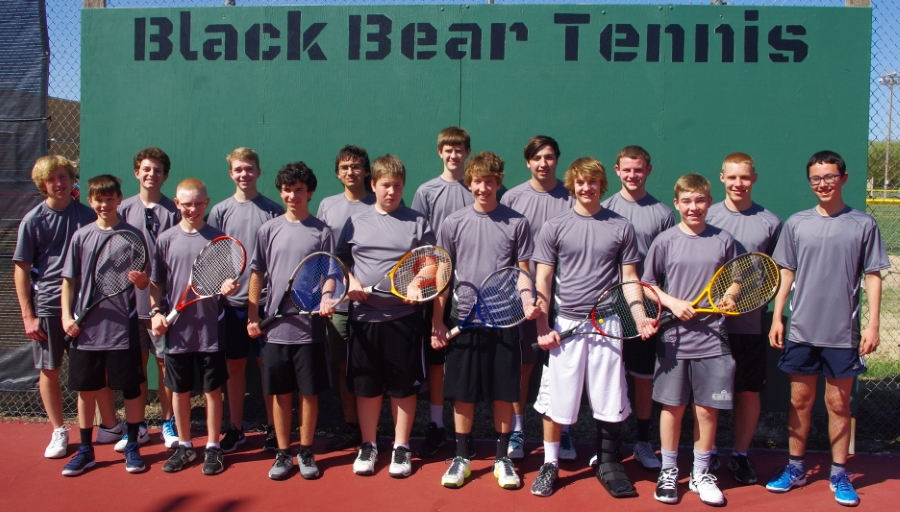 Photo of the members of the Tennis club