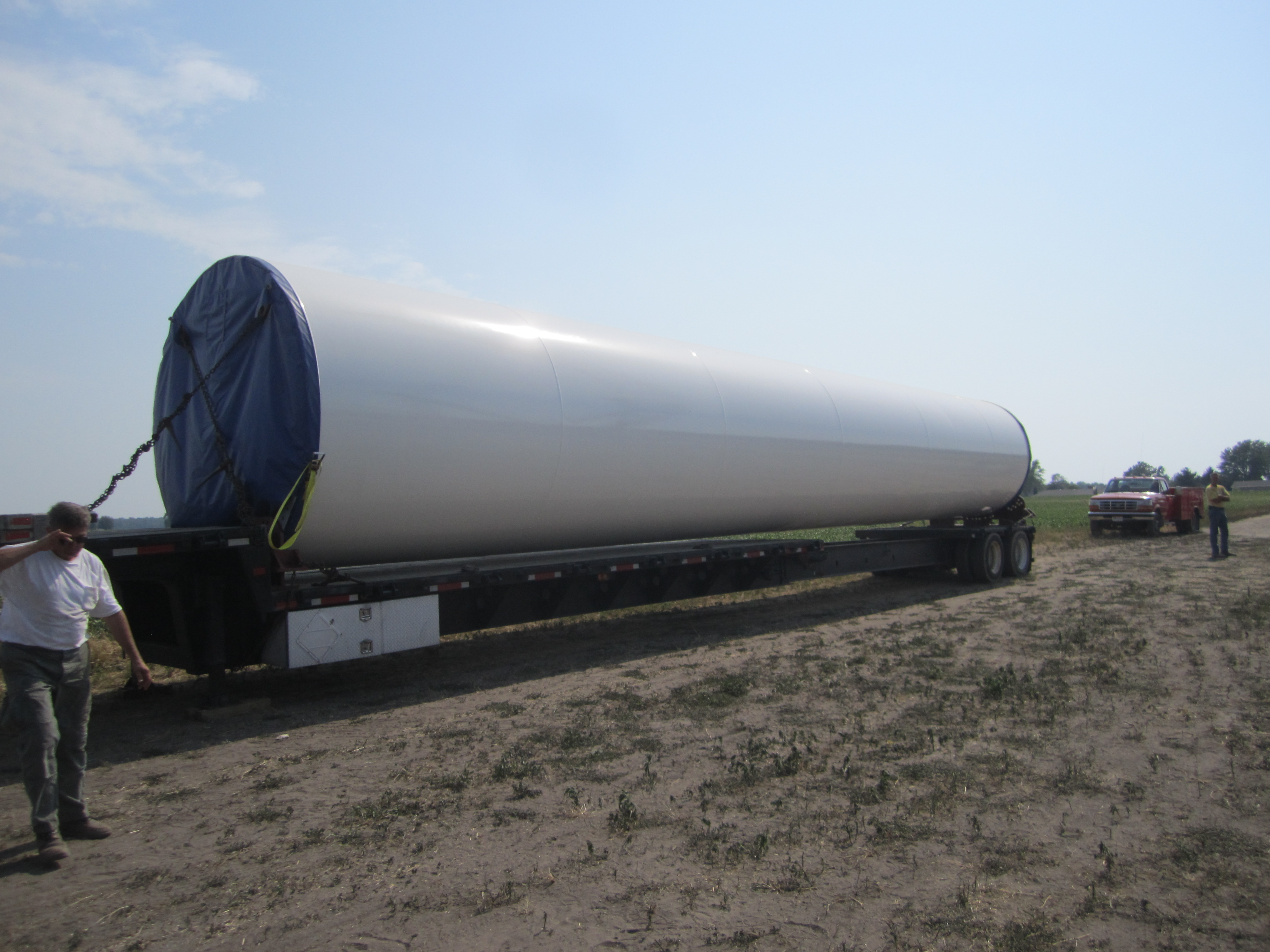 Picture of a windmill blade being transported