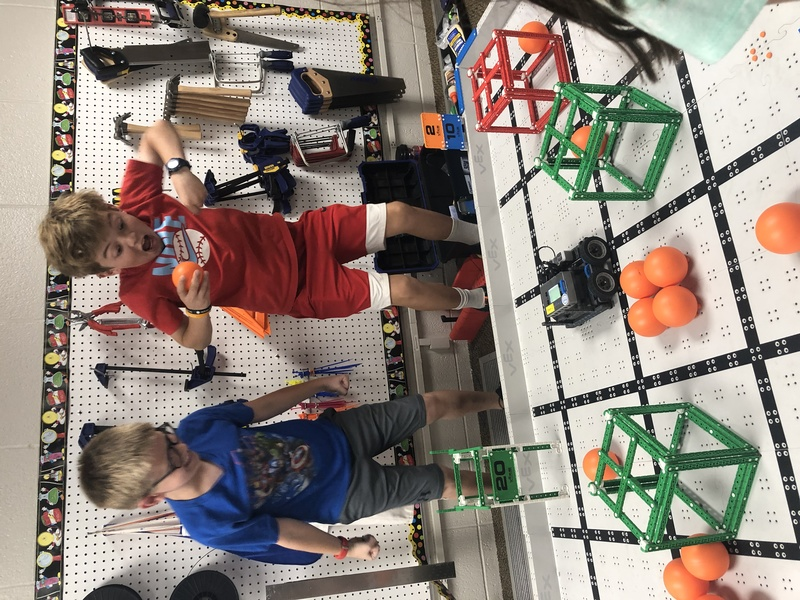 sTUDENTS EXCITED ABOUT rOBOTICS