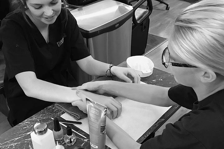 The Salon@8811 Nail Care