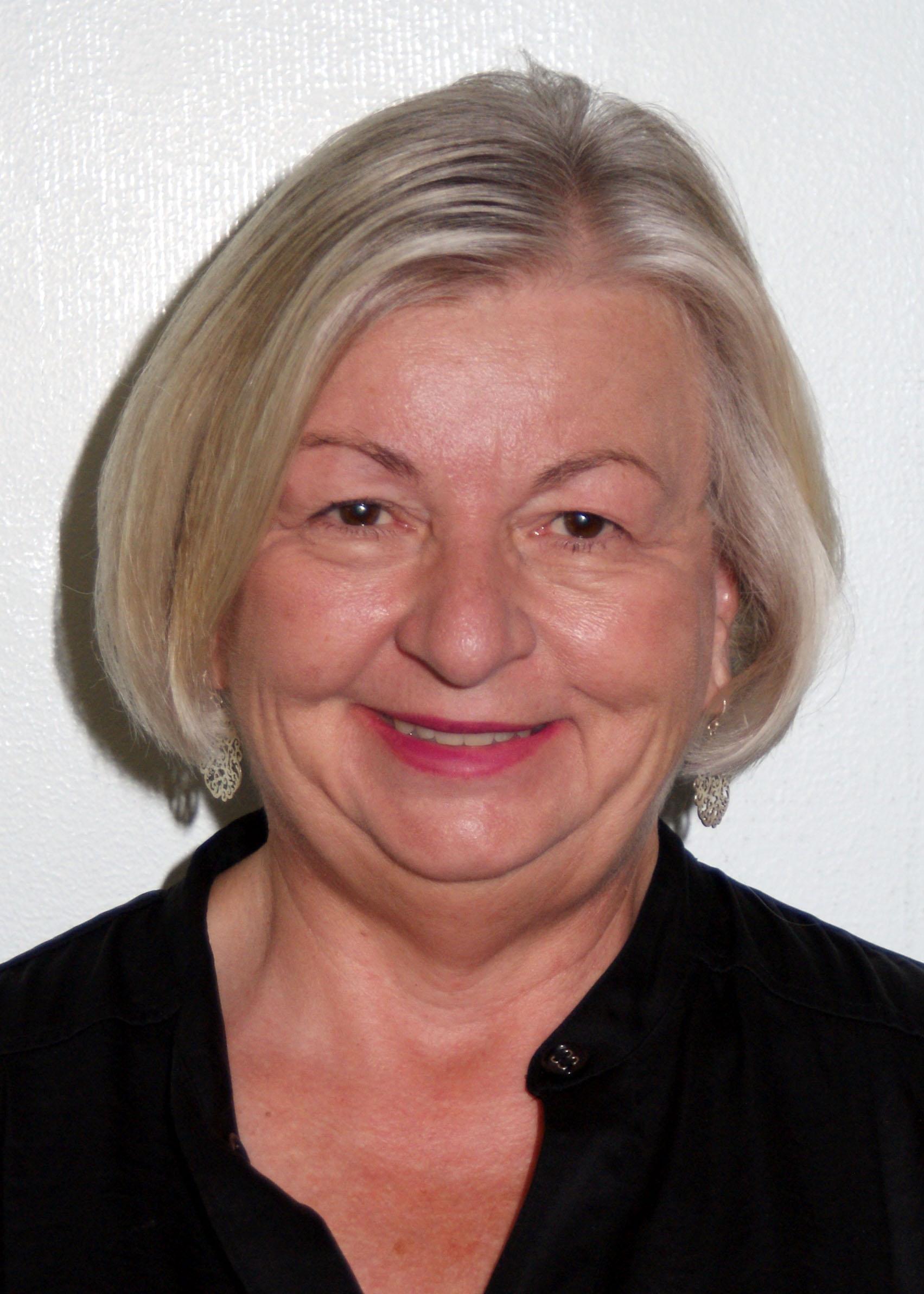 Photo of Elizabeth Koch.