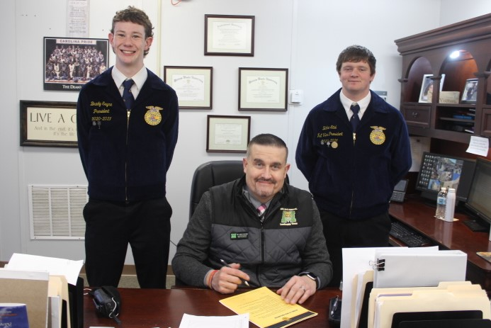 Photo of the FFA Officers.