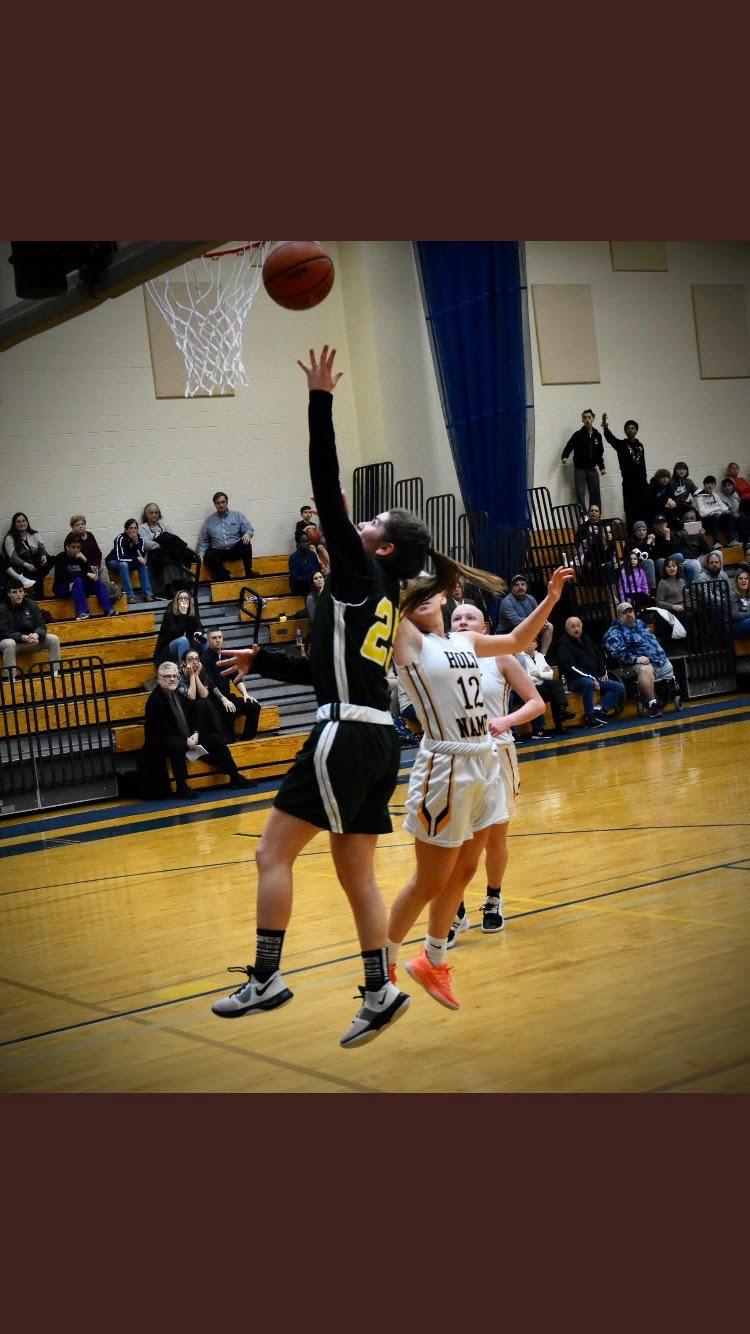 Lauren Sandersen basketball image.