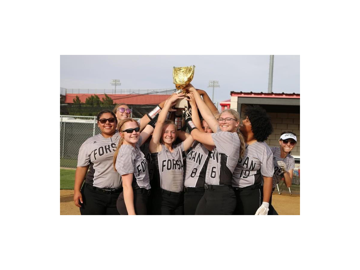 lady buffs with trophy