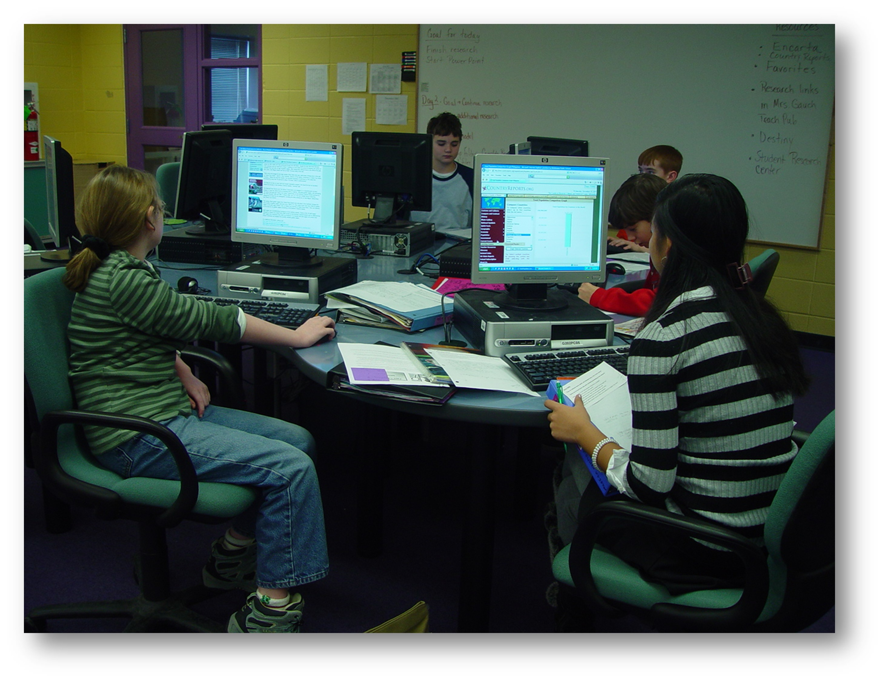 A photo of the computer lab.