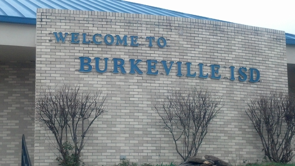 Sign on the front of the school that reads: Welcome to Burkeville ISD