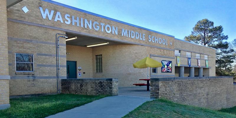 A photo of Washington Middle School.