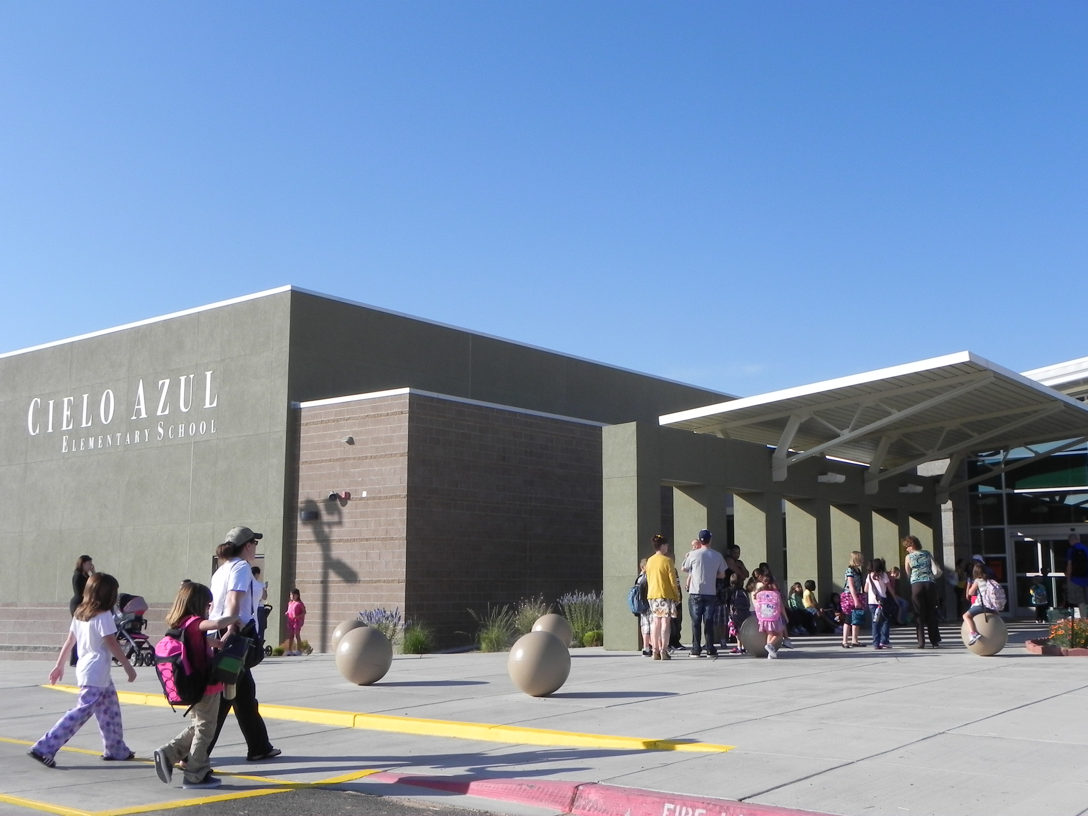 Students arriving to school at the CAE entrance