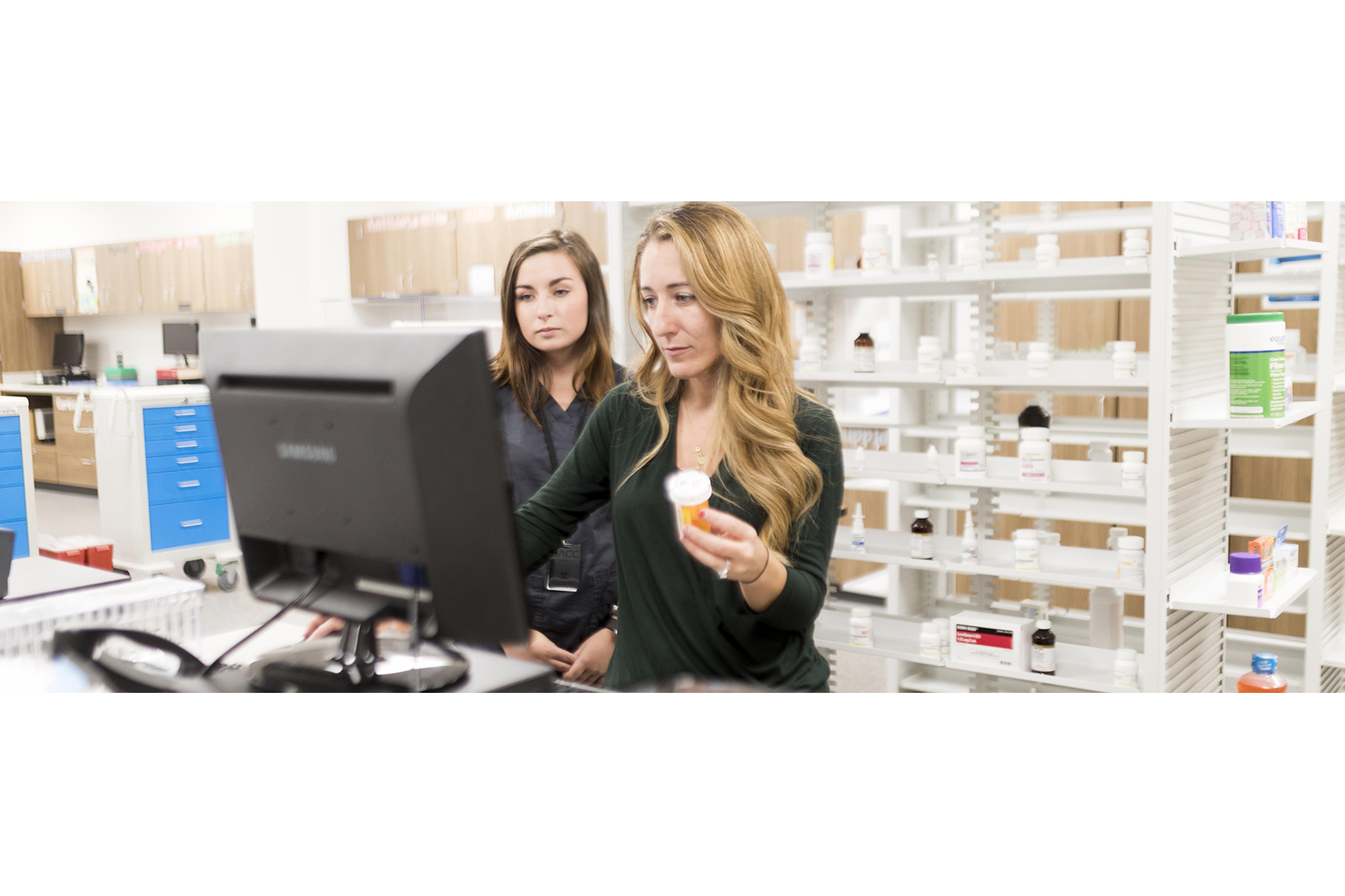 Pharmacy Technician labeling medicines