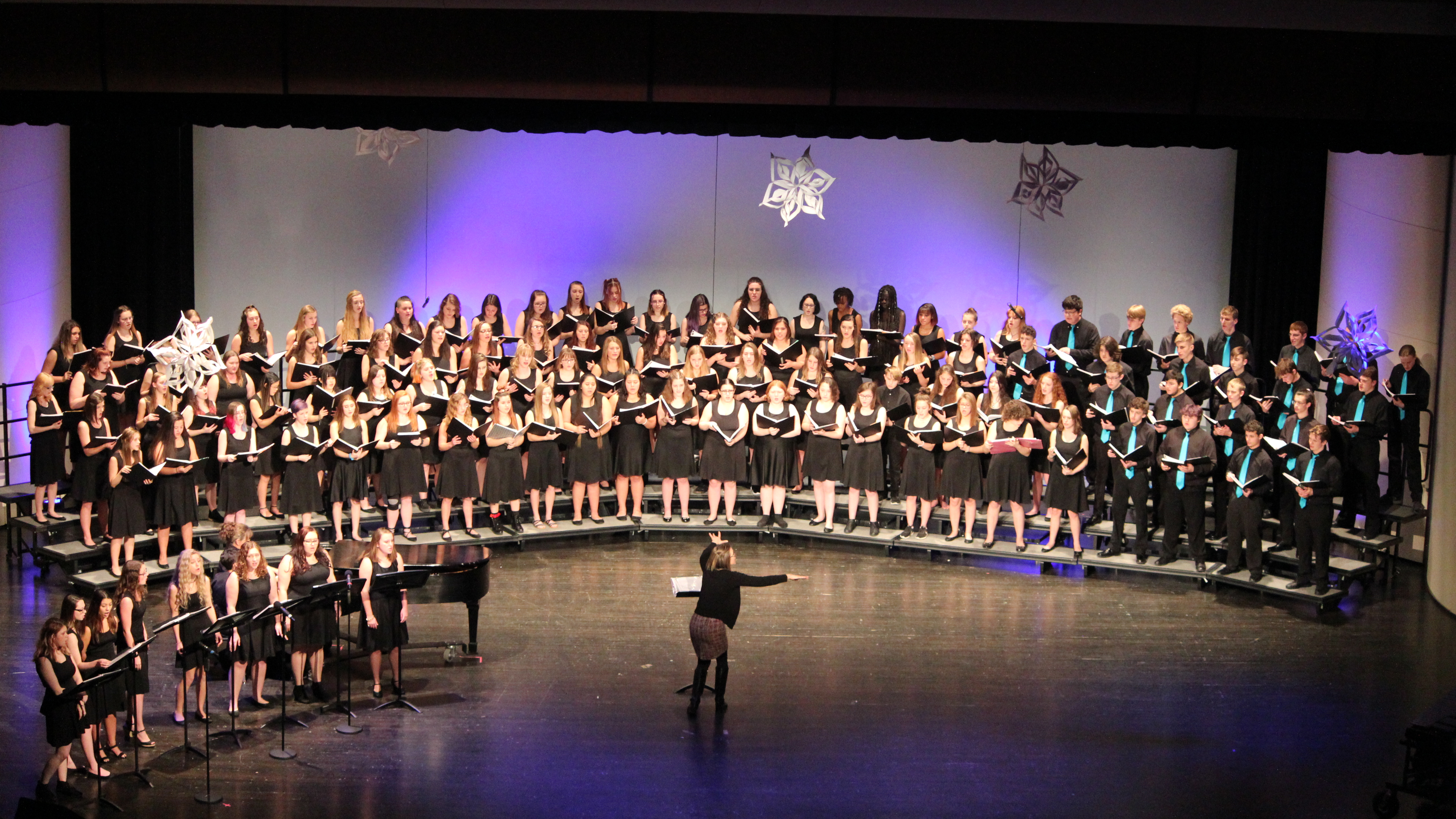 Plainwell Middle School Holiday Performance Picture 2019