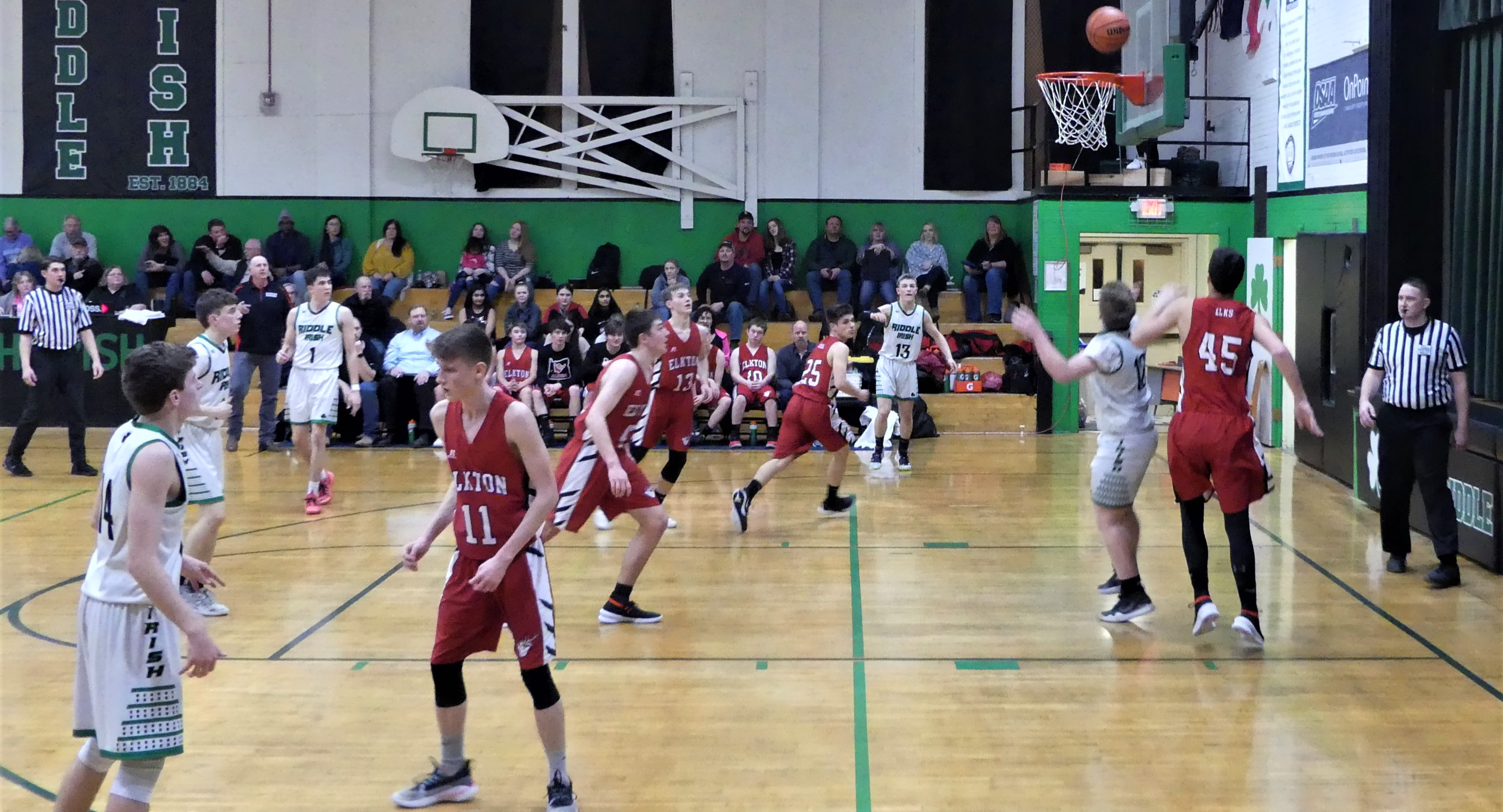Riddle basketball team plays at home