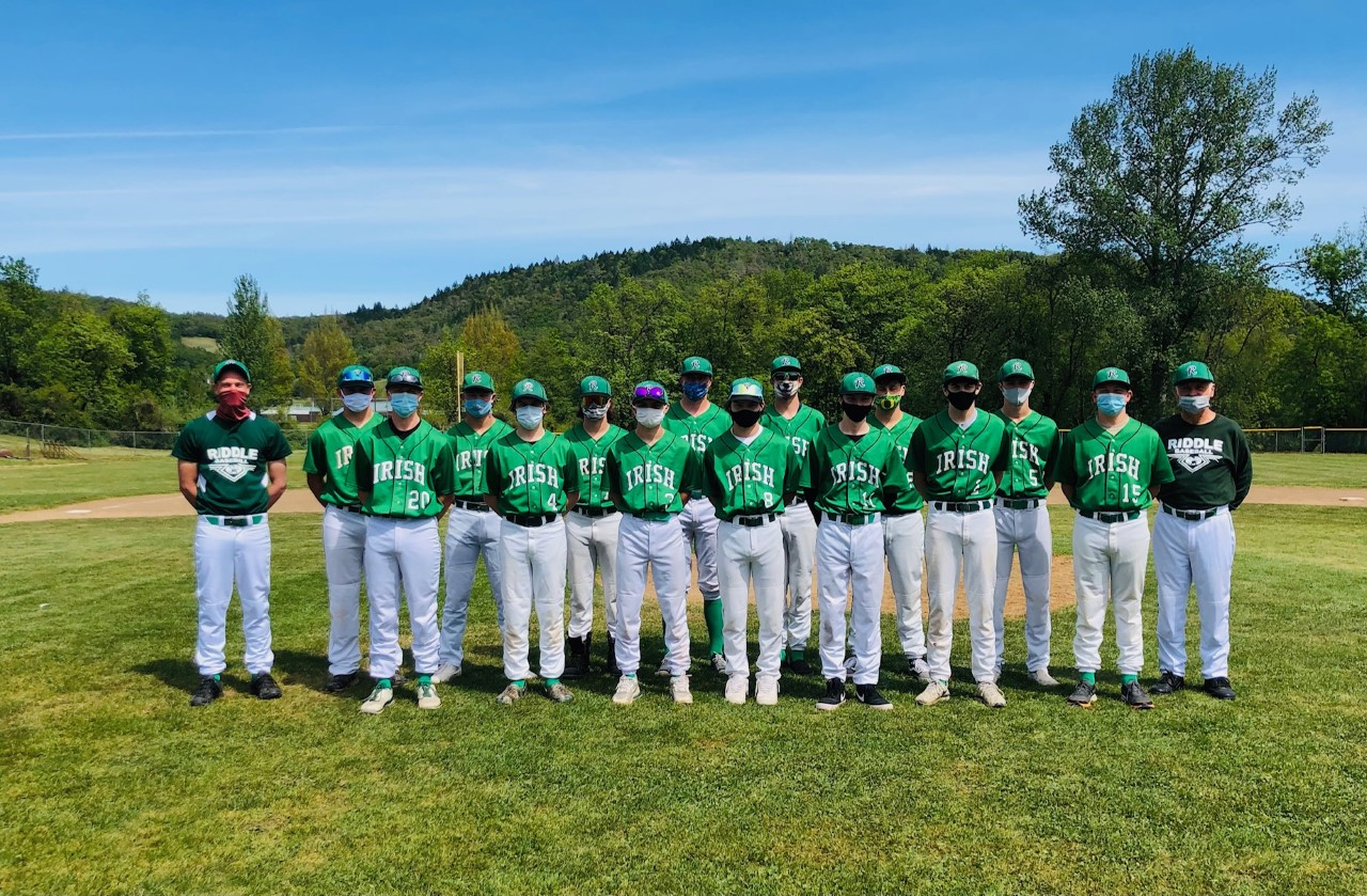 Riddle 2021 Baseball Team with Coaches