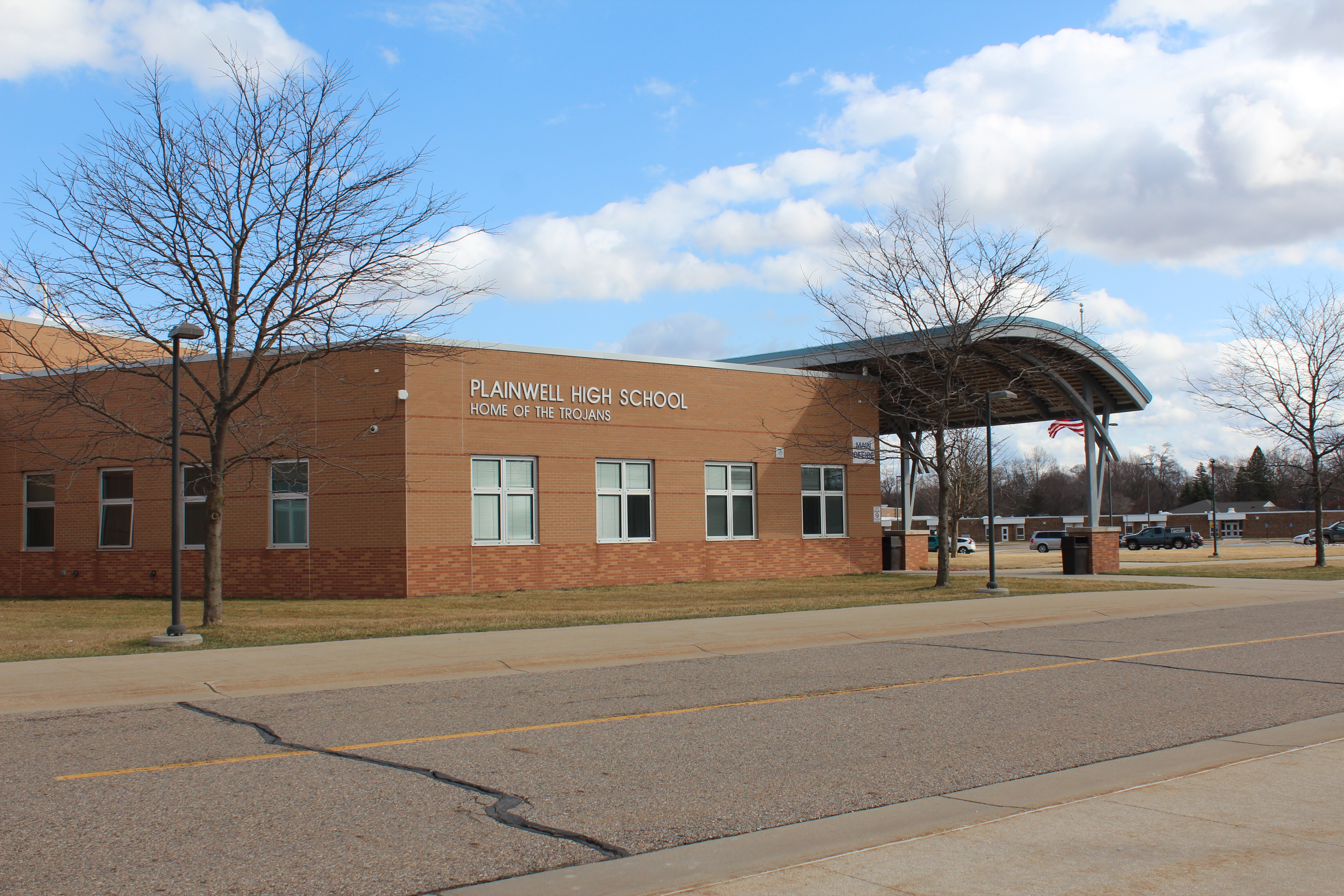 Picture of outside of Plainwell High School main entrance
