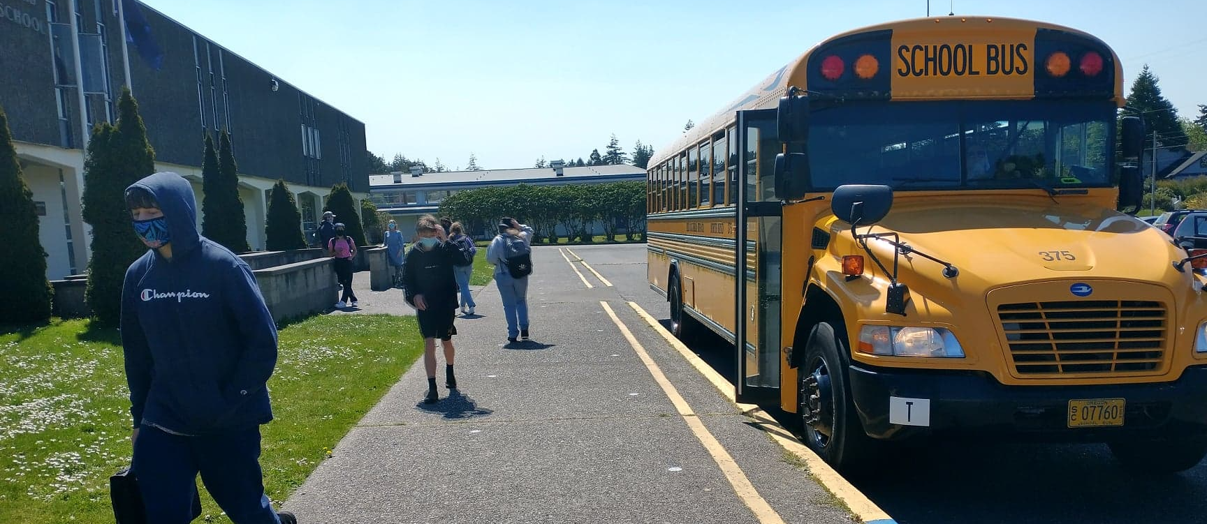 High School students arriving to campus