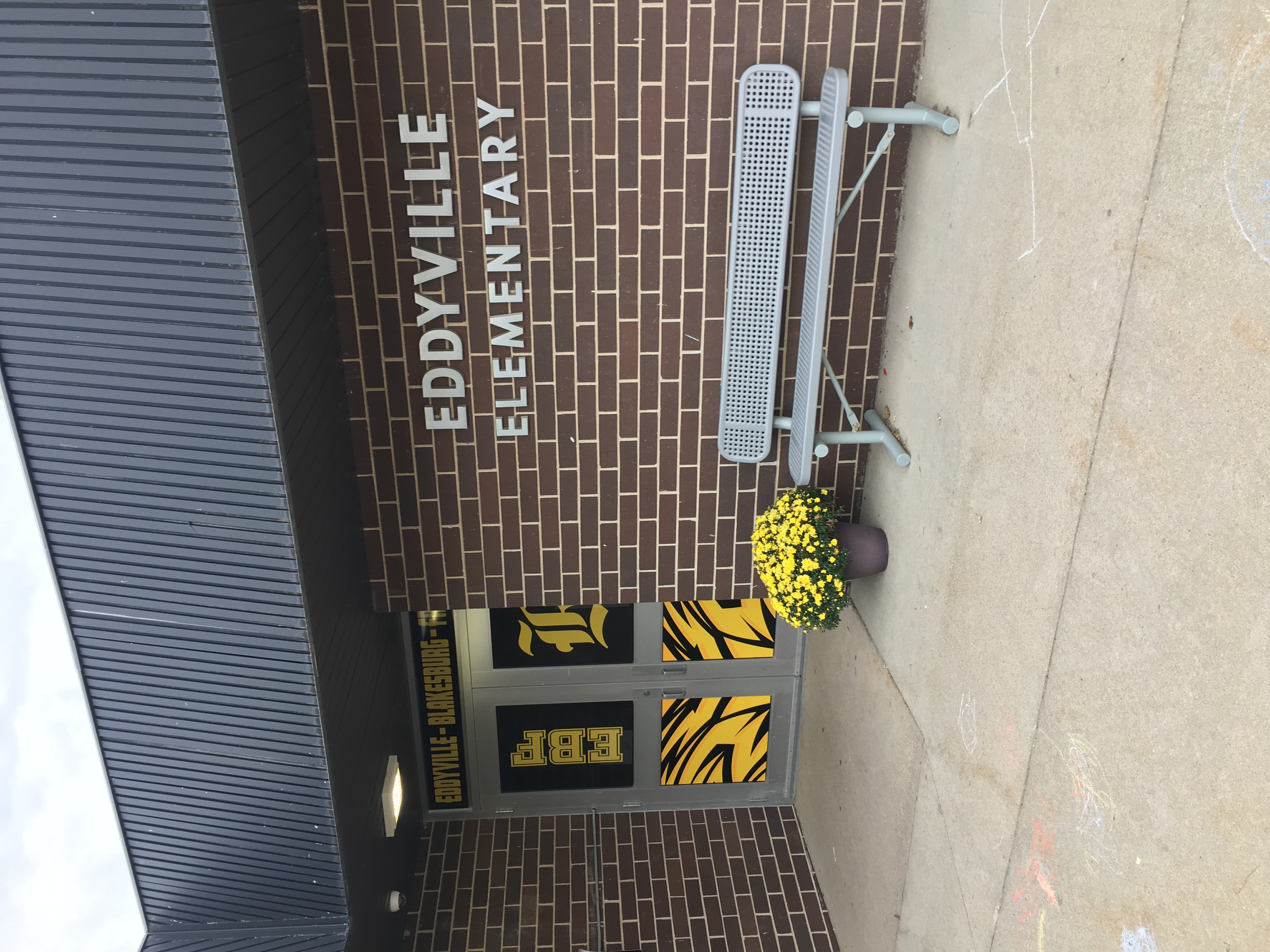 Eddyville Elementary front of building