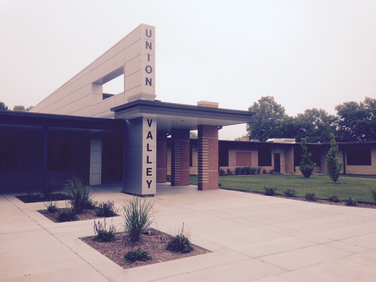 Photo of the outside of Union Valley Elementary