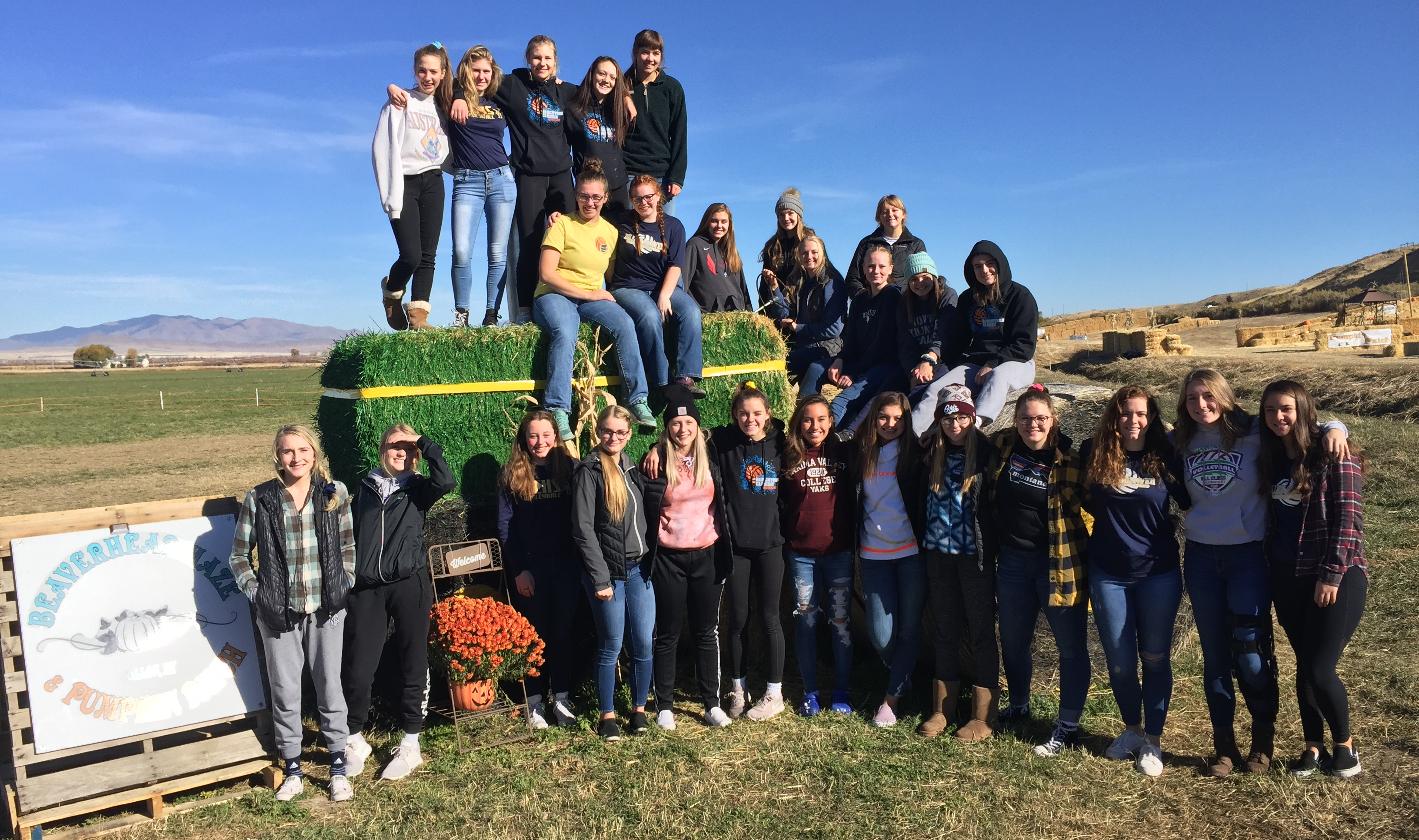 A photo of the volleyball team on a trip to the new Beaverhead Maze in October 2018